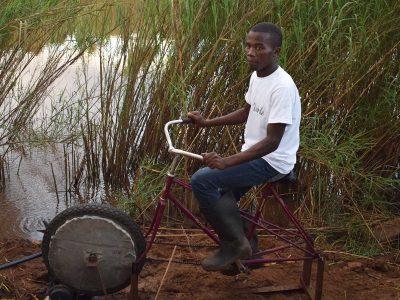 bici-bomba-agua-mozambique-desarrollo-sostenible