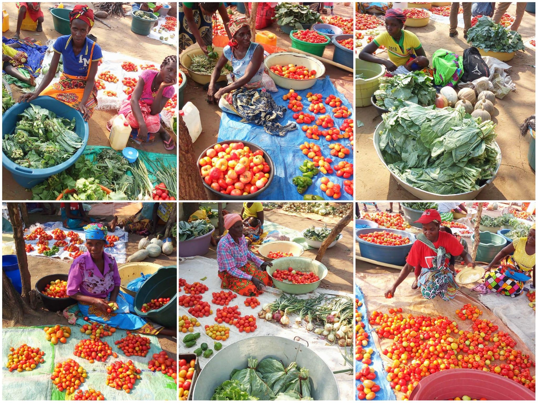 Las beneficiarias de Asociaciones Agrícolas vendiendo en el mercado