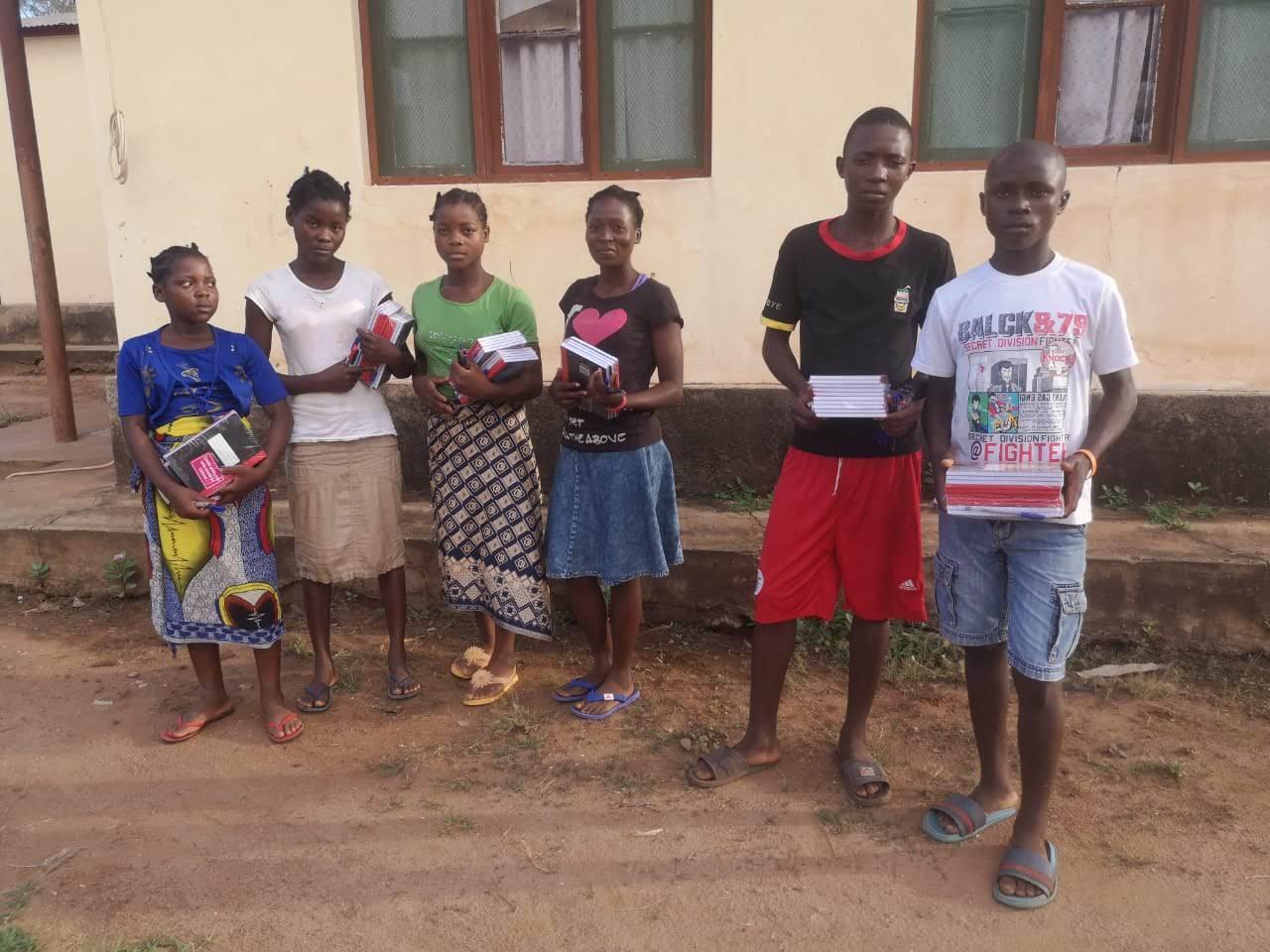 Alumn@s de nuestras Escolas de Paz