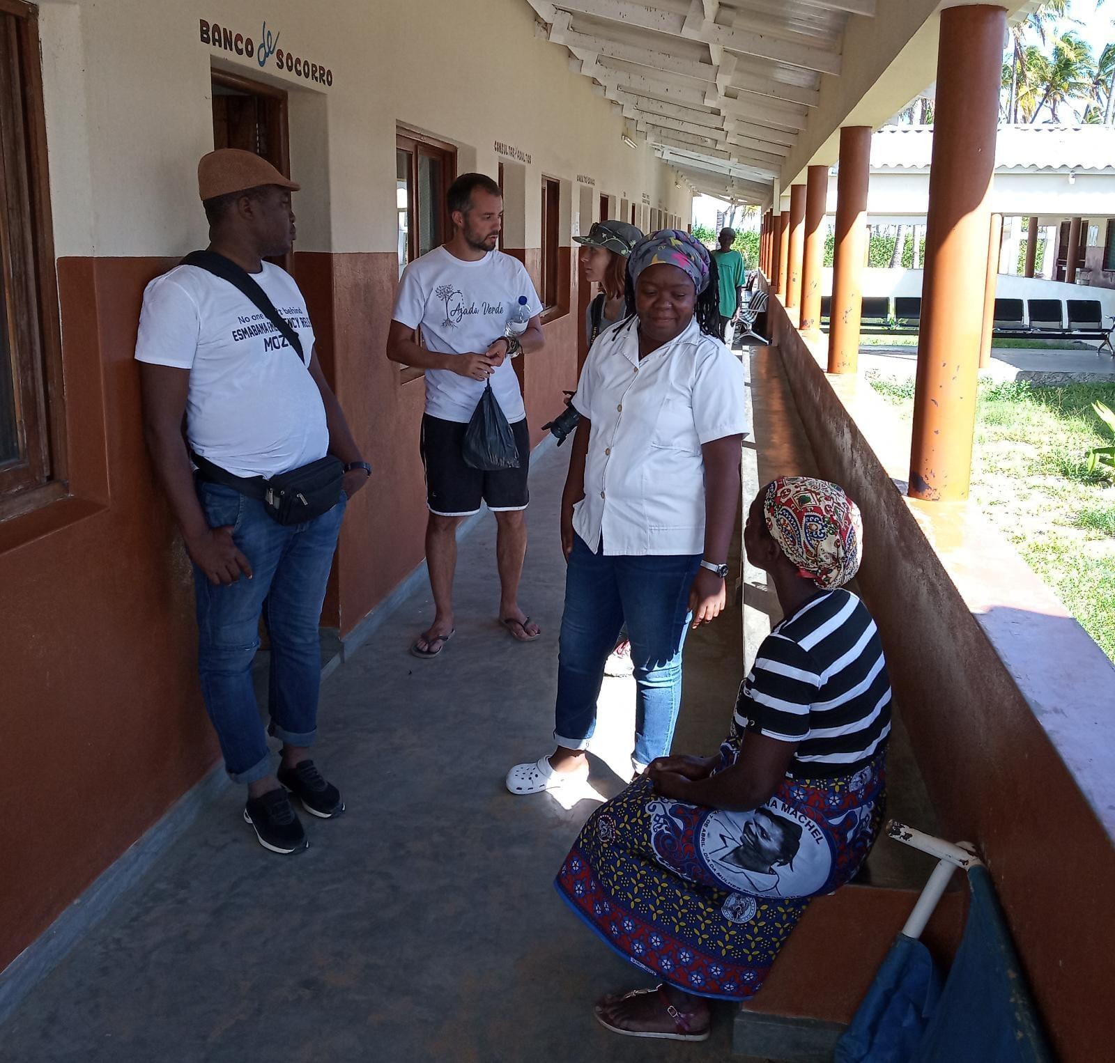 Personal sanitario de la misión de Barada en el centro de salud