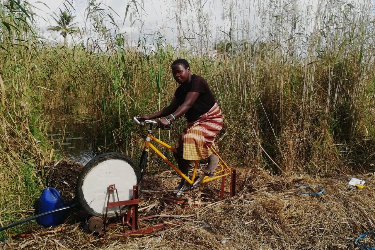Fina, beneficiaria de una bici-bomba