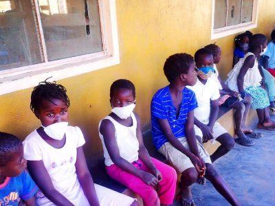 La NO vuelta al colaNiños de Escolas de Paz