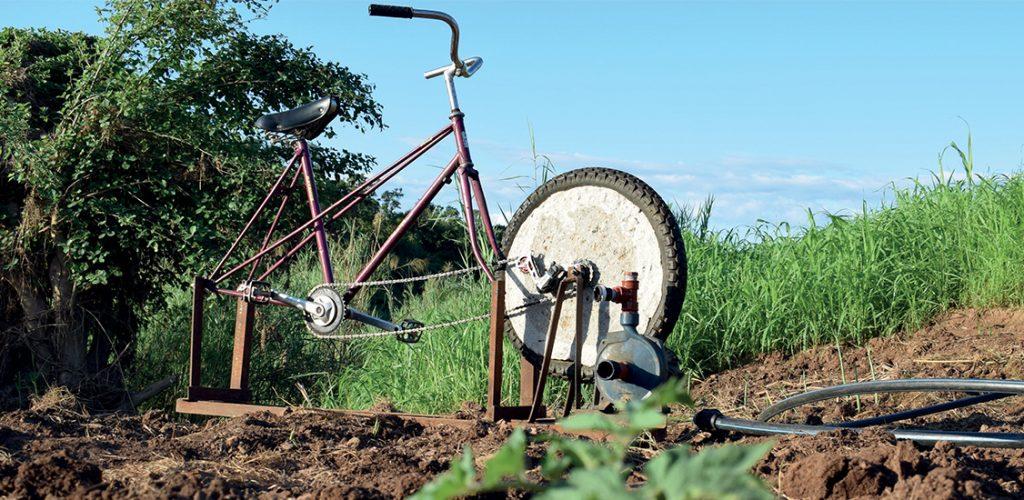bici-bomba-agua-desarrollo-sostenible-mozambique